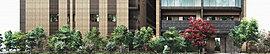 四季の彩りに包まれた、緑のある優しい庭園。人々から時を超えて愛される「池上の杜」と馴染むような邸宅風景を創造することを目指した「リビオ池上レジデンス」。敷地の東側には、季節の訪れを告げる緑豊かな街路庭園をつくり、鮮やかな風景を描いています。