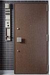 玄関ドアの2か所に鍵穴を設け、ダブルロックとすることにより、防犯性を高めています。