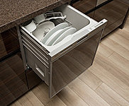 洗浄から乾燥までワンタッチでできる食器洗い乾燥機を標準装備しました。家事の時間を短縮し、優れた節水効果で省エネ性もアップ。スマートなビルトインタイプです。※一部住戸除く