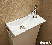 トイレには手洗カウンターを標準で設置。トイレのあとに洗面室へ移動する手間がありません。