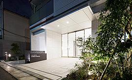 屋上にはルーフデッキ「ソラテラス(屋上テラス)」を設け、緑化も施しました。大空の下、寛ぐことができる共用部です。ここにお住まいの皆様方が開放感と押上側に広がる東京スカイツリーをはじめとする風景を楽しむことができます。
