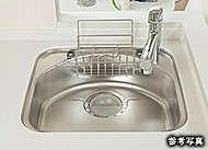 大きな鍋もゆったり洗えるシンクは、シンク制振材の効果によりシンクの水音を軽減します。