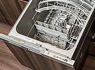 日々の家事を効率よく行えるように、食器洗い乾燥機を採用しました。ご家族が食事に使用した食器類を一度に洗浄乾燥できます。