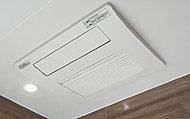 暖房機能をはじめ、雨の日の洗濯 も安心の乾燥機能など、多彩な機 能を搭載しています。