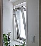 打ち水や緑のカーテンを育てるのに必要なバルコニーシンクを採用。緑を育て、爽やかな風を取り込みます。
