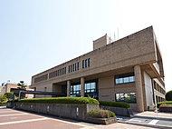 伊勢原市役所 約1,080m(徒歩14分)