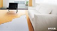 リビング・ダイニングの床には足元から部屋全体を暖めるガス温水床暖房ヌックを標準装備。