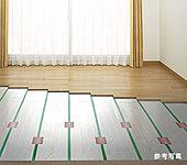 リビング・ダイニングの床には足元から部屋全体を暖めるTES温水式床暖房を装備。温風式ではないためチリ等が舞い上がらず、身体にやさしい暖房です