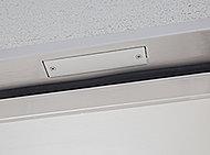防犯設定時にドアや窓の開きを感知すると警報を発しながら警備会社へ通報します。※防犯センサー設置場所については、図面集をご確認ください。