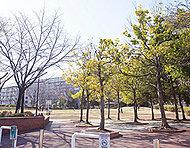 館近隣公園 約1,370m(徒歩18分)※2
