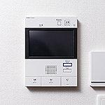 エントランスのオートロック操作盤にカメラを設置。来訪者の声と画像を確認してから解錠することができ、録画機能もついています。