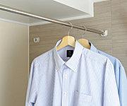 雨の日も洗濯物を干せる、浴室乾燥機を標準装備。冬場は浴室内を暖め、温度差で起こるヒートショックを予防します。