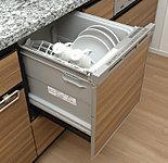 衛生的で節水効果にも優れた食器洗浄乾燥機