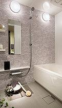 なによりも快適で、どこまでも心地のよい、上質なリラクゼーションスペースを目ざして。身体を優しくホールドするラウンド形状の浴槽をはじめ、すみずみまでリラックス機能を追求。