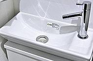 直線が美しい角型の手洗器、セフィオンテクト仕様なのでお掃除もラクラクです。