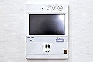 訪問者を音声と映像で確認してから解錠できる、大型カラーモニター付きインターホンを設置しました。(最大録画件数30件)