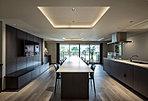 会話を楽しみながら料理ができる専用のオープンキッチンを設置。ゲストを招いて食事会や誕生日パーティなど、賑やかな時間を過ごせる(要予約・有料)