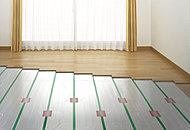 東京ガスの温水システムTESによる床暖房を採用。足元からの輻射熱で暖め、空気を汚すことなくホコリもたちにくい暖房方式です。