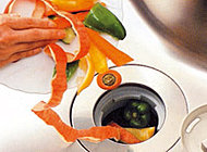 生ごみをシンク内で処理するディスポーザーを標準装備。キッチンをいつも清潔に保てます。(※一部処理できないものもあります)