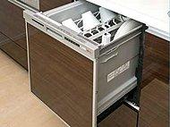 家族全員の食器をまとめて洗える食器洗浄乾燥機を標準装備。家事の負担を軽減し、忙しい日々の生活をサポートします。(設備写真はすべて同仕様)