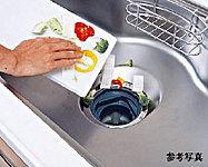 調理中に出た生ゴミを粉砕処理できるディスポーザーを設置。生ゴミの減量と共に、キッチンをいつも清潔に保てます。