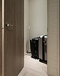ワイドな容量の共用収納スペースをフレキシブルに活用。場所をとる季節家電などの収納にも便利な納戸付プランもご用意しています。(F,I,I',J,M,Q,B6rtypeに採用)