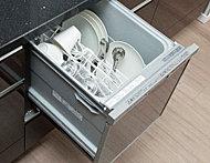 家事の手間を省いてくれ、手洗いに比べ節水効果のある、食器洗い乾燥機を標準装備しました。