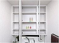 三面鏡の裏側には収納スペースを設置。化粧品などを収納できます。