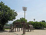 西宮中央運動公園 約440m(徒歩6分)
