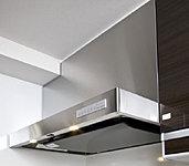 ホーロー整流板など、内部への汚れの付着を防ぐ、ステンレス製レンジフード。