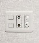 電話回線、TV端子、電源を1つにまとめました。機能的に使いやすいだけでなくお部屋がスッキリ使えます。