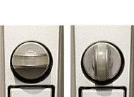 防犯型サムターンは、サムターン回しの手口では、解錠しにくい仕組みになっています。