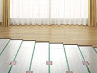 足元から部屋を温める床暖房をリビング・ダイニングに採用。ホコリを巻き上げにくいため、室内の空気環境も良好です。