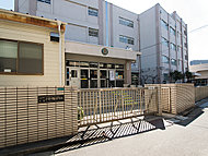 小松川第三中学校 約533m(徒歩7分)