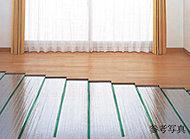 リビング・ダイニングには、埃や塵を巻き上げにくく、足元からやさしく部屋全体を暖めるTES温水式床暖房を設置。