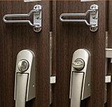 防犯型サムターンは、サムターン回しの手口では解錠しない仕組みになっています。