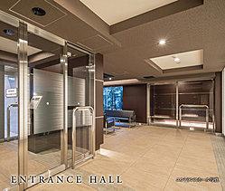 エントランスアプローチの気品漂う天然石を敷き詰めた床は、エントランスホールまで続き、オンからオフへ気持ちを穏やかに切り替えることができます。※エントランスホール完成CGは計画中の図面を基に描き起こしたものです。