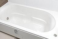 なめらかな曲線がソフトな印象を与えるシンプルデザイン。浴槽上部のスペースを最大限広くとった、ゆったり入浴できる形状です。