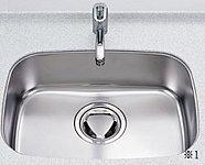 フライパンなどの大きな調理器具も洗える、間口60cmのワイドシンクを採用しました。