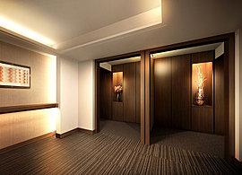 独立性を高めた2邸に1基のエレベーターと屋内廊下。玄関への動線をクランクさせた設計として、屋内廊下から住戸内が見えづらいという特徴を備えています。