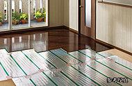 足元から優しく温める床暖房。ホコリが舞い上がることなくクリーンです。