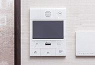都市生活の安心を支える、録画・録音機能を備えたカラーモニター付きセキュリティインターホンを採用しています。