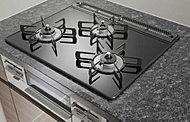 美しいデザインの中に先進の機能と安全性を実現しました。油汚れが簡単に拭き取れるので、キッチンが常に美しく清潔に保てます。※参考写真
