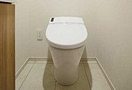 タンクをなくしたスッキリタイプなので、従来の便器より見栄えも良く、お掃除もラクラク。トイレ内の空間を広々と使えます。