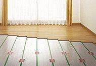 リビング・ダイニングルームに標準装備。足元から部屋全体が暖まり、ホコリが舞いにくいため空気がクリーンで健康的です。