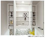 洗面化粧台はコスメ用品をはじめドライヤーやティッシュボックスをしまえる鏡裏収納など収納が充実した特別仕様を採用しています