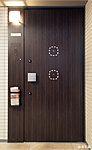 ピッキングやサムターン回しなど、さまざまな不正解錠を防ぐセキュリティ機能を玄関ドアに設けました。