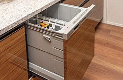 洗浄・乾燥・除菌までおまかせ。一度にたくさんの食器が洗え、食後のひとときにゆとりが生まれます。