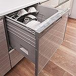 ワンタッチで食器の洗浄・乾燥を行う便利な食器洗浄乾燥機を標準仕様でご用意しました。家事の負担を軽減します。