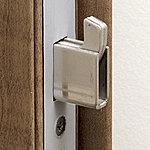 カギのかかりを確実にし、バールなどによるこじ開けを防ぐ、鎌デットボルト錠を採用しています。